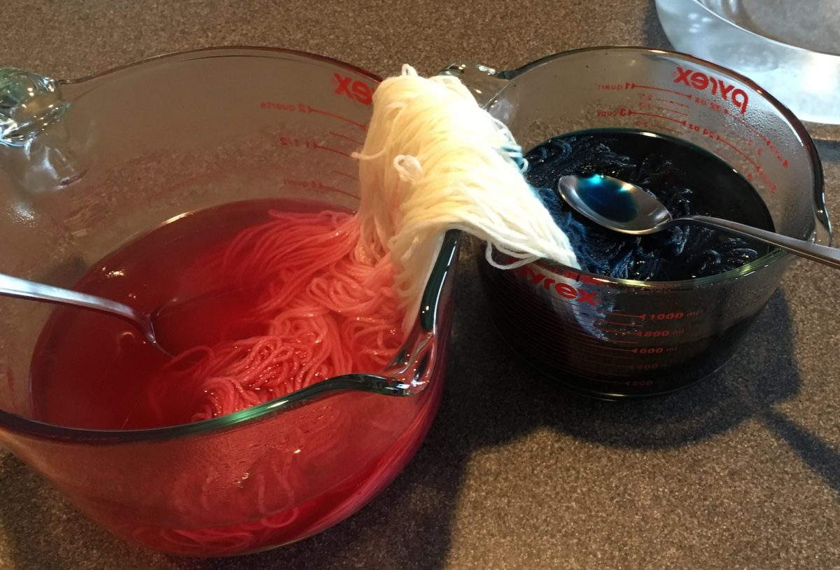 Dye yarn with food coloring: a fun and easy fiber experiment